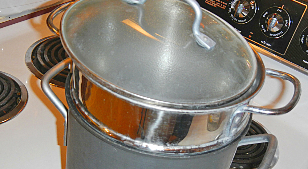 Using a pot with a pasta strainer to quickly cook beans