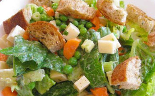 Salad with bread croutons