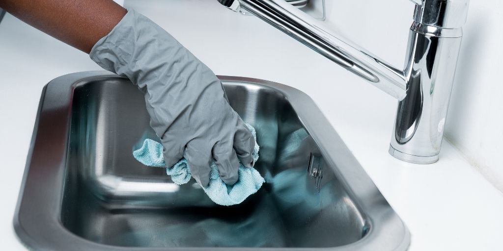 cleaning a sink