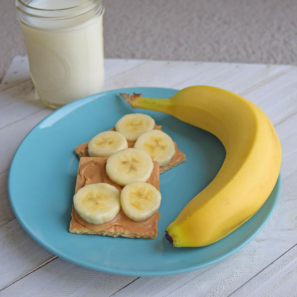 Banana crackers with a glass of milk