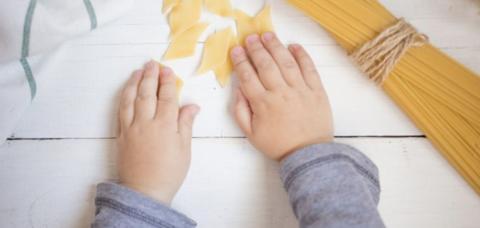 pasta-kids-hands