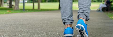 walking-shoes-park